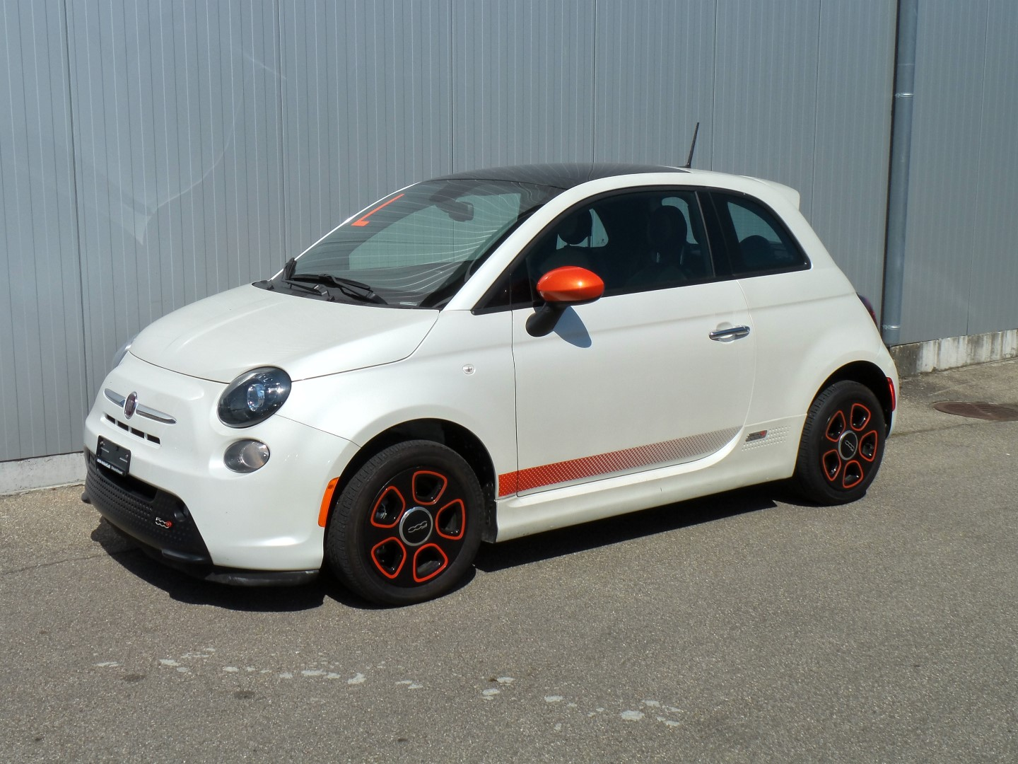 Fiat 500e white bianco perla with e-sport Pkg