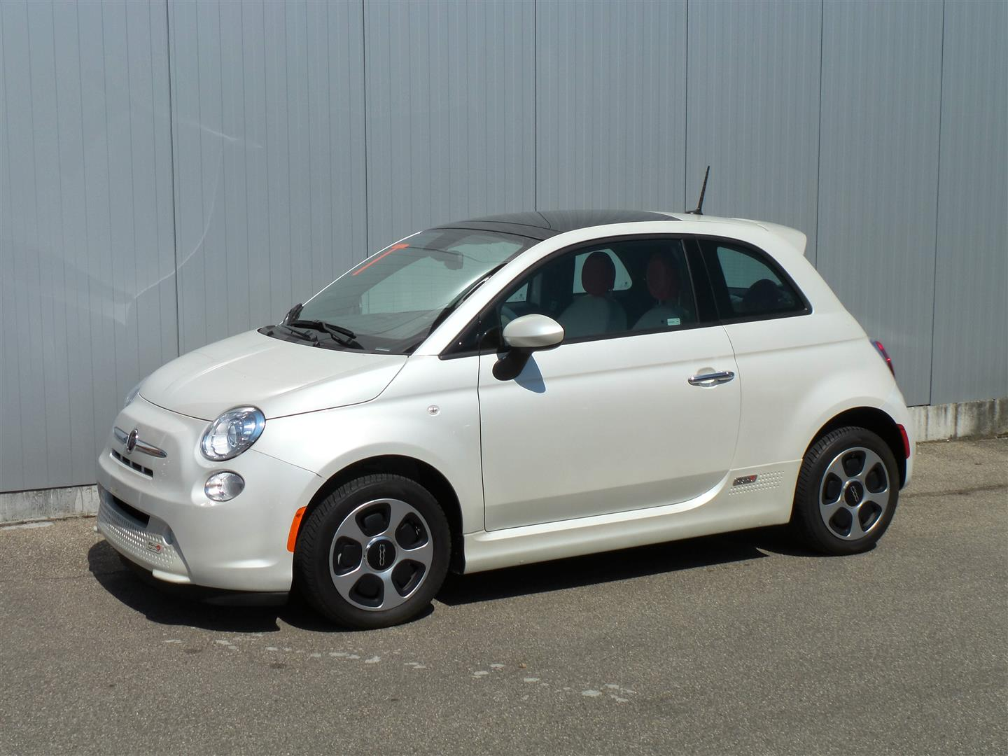 Fiat 500e white bianco perla with interior white
