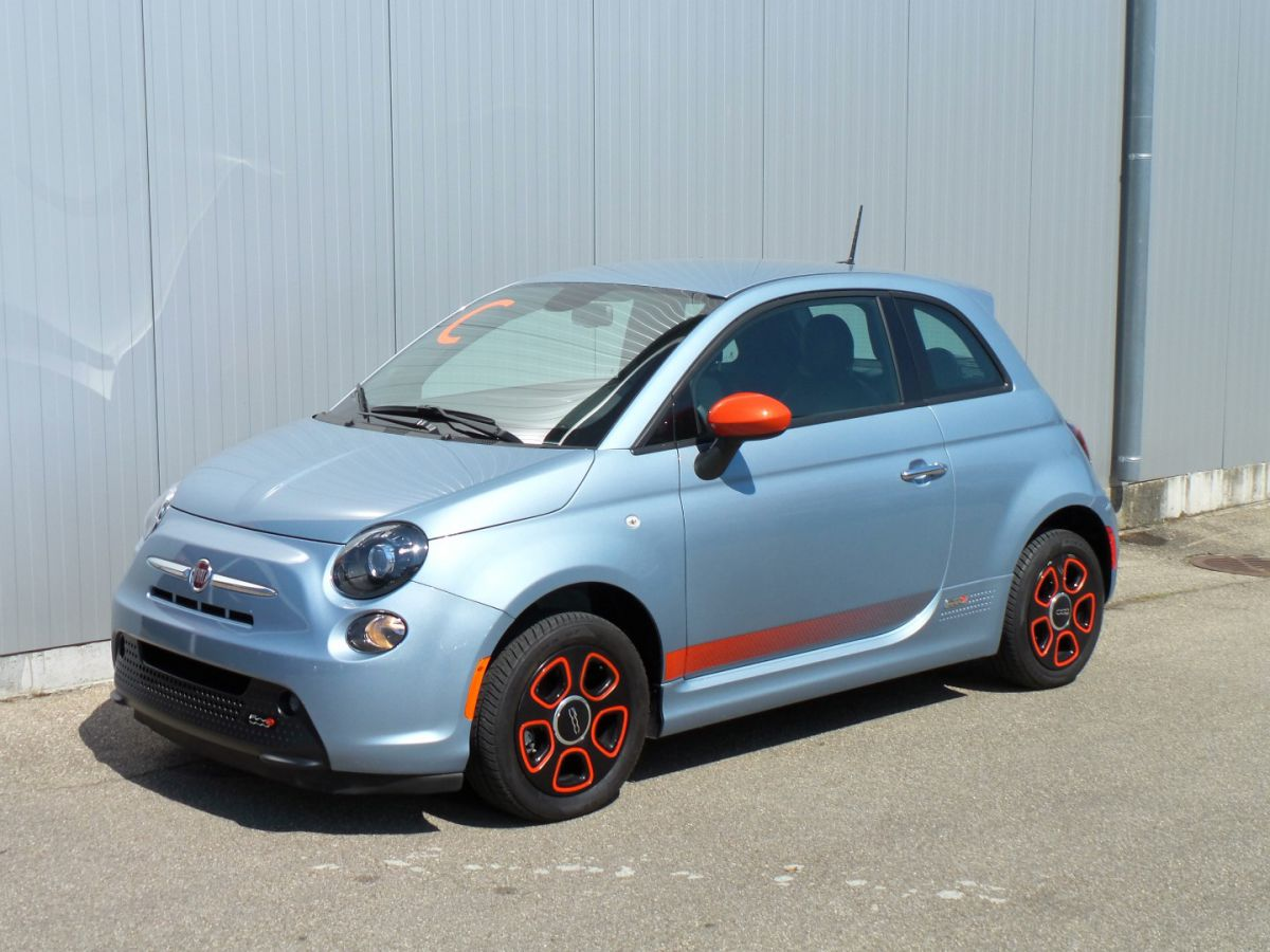 Fiat 500e luce blue with e-sport Pkg