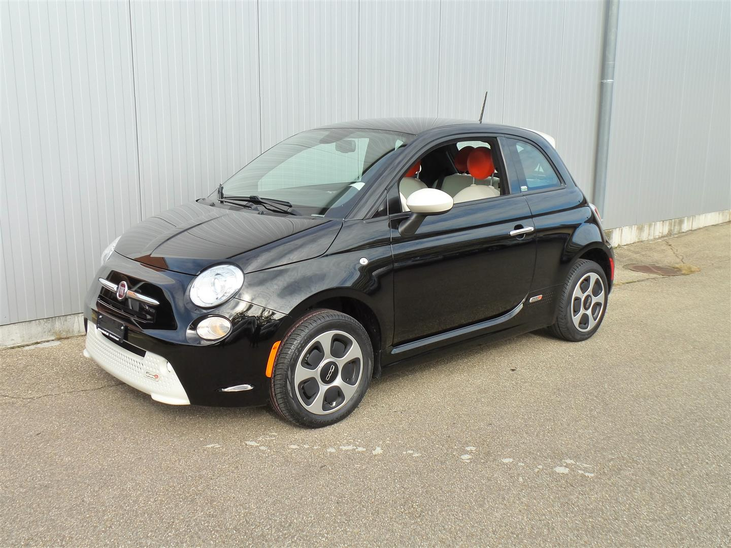 Fiat 500e black nero with interior white